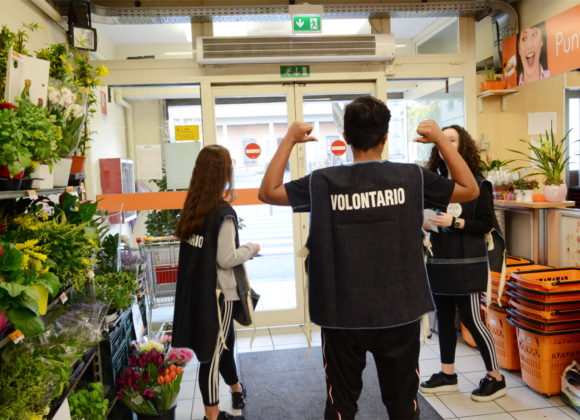Una raccolta alimentare speciale: l'impegno dei ragazzi della III E per l'Emporio Sociale