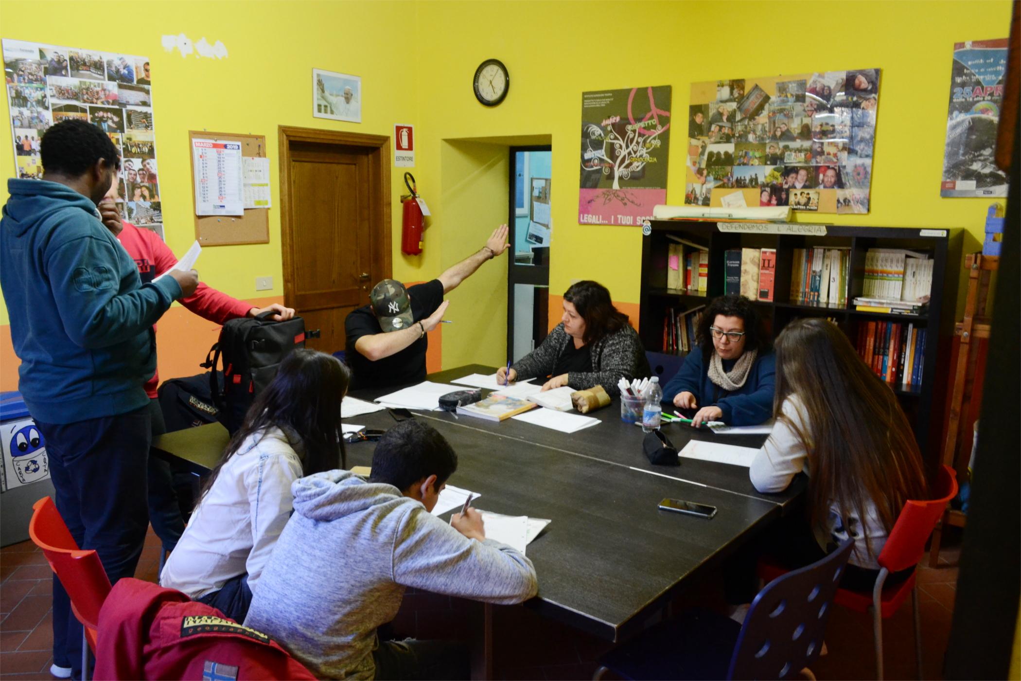 studenti allo spazio giovani