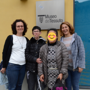 Le ragazze alla scoperta del Museo del Tessuto di Prato