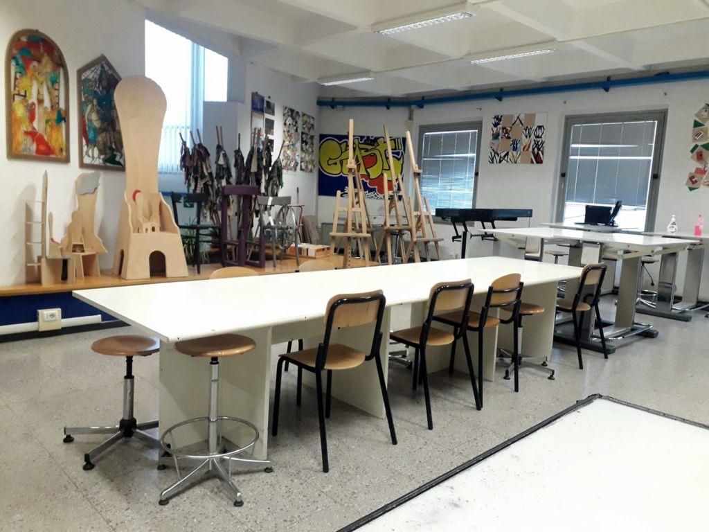 aula liceo artistico vuota
