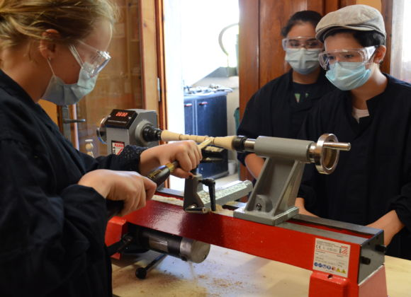 Centro Estivo 2021 – Il laboratorio di tornitura del legno